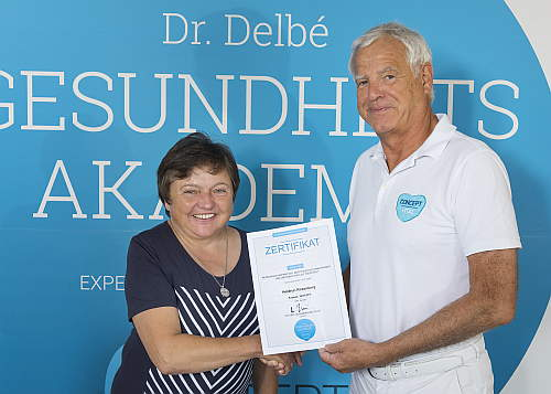 Zertifikatsübergabe an Heidrun Rosenberg von Dr. Delbé